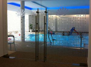 Durchlaufschutz in einem Schwimmbad im Punkt-Design