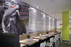 Folierung einer gesamten Wand mit Motiv für Mamma's Pastabar