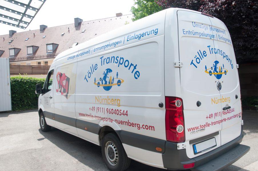 VW Transporter von Tölle Transporte mit mehrfarbiger Folierung und Digitaldruck