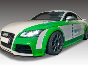 Audi Sportfahrzeug mit pur-energy Logo foliert
