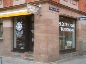 Moderene Tattoostudio Beklebung in Nürnberg