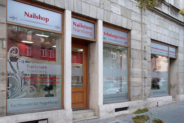 focus-folienbeklebung-schaufenster-nailstore