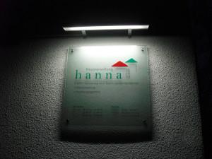 Acrylglasschild für die Firma Hausverwaltung hanna