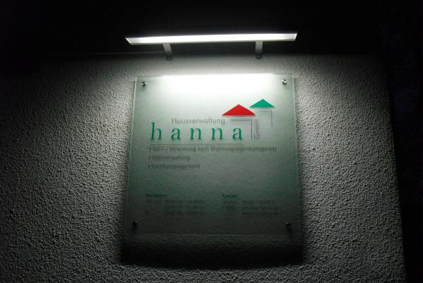 focus-folienbeklebung-schildanlagen-acryl-hausverwaltung-hanna