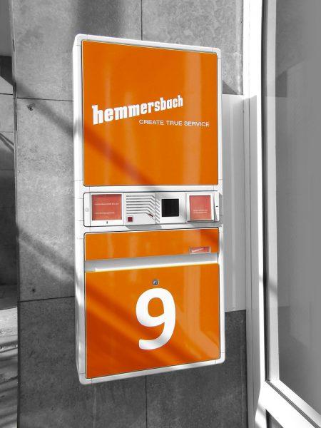 Briefkastenfolierung in auffälligem Orange