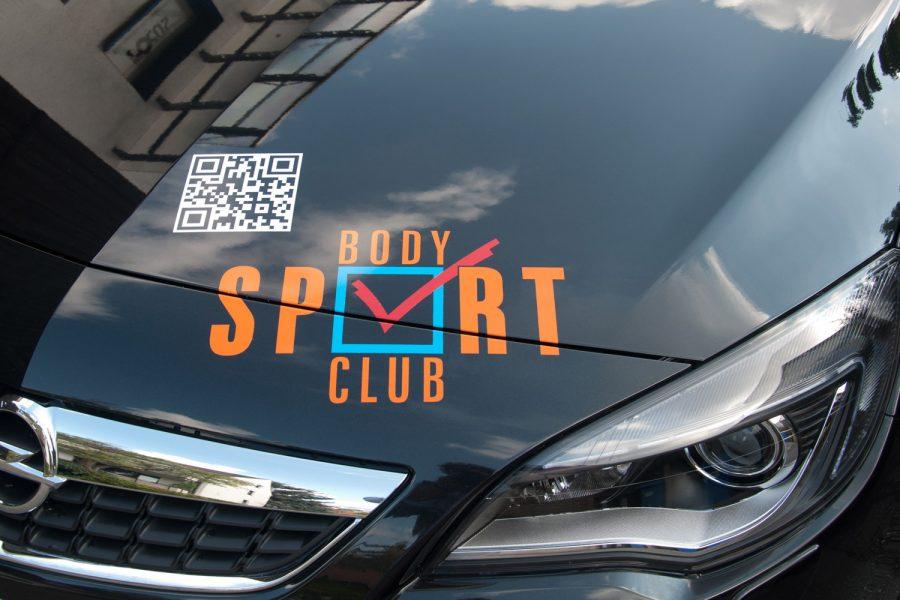 Nahaufnahme des bunten Body Sport Club Logos