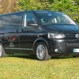 Gesamtansicht der VW Bus Folierung mit dem Logo und Kontaktdaten vom Gideon Designhotel