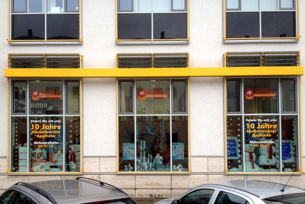 focus-folienbeklebung-schaufensterbeklebung-fuerhling-apotheke