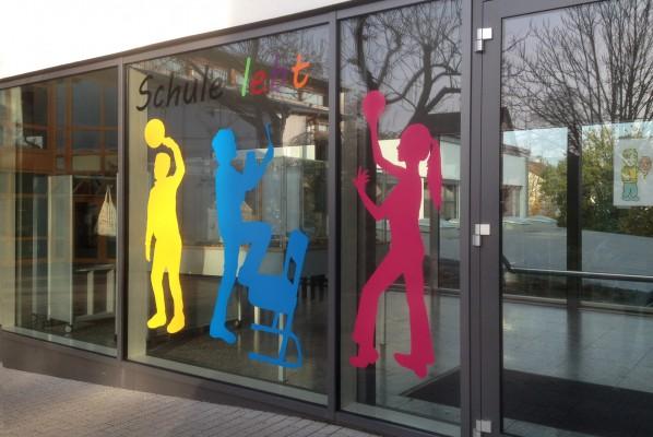 grundschule-oberasbach-schaufensterbeschriftung-werbeagentur-focus