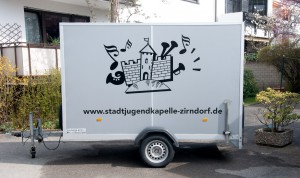 Folierung des Anhängers der Stadtjugendkapelle Zirndorf mit Logo