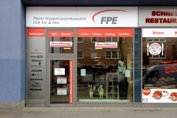 folienbeschriftung-focus-nuernberg-schaufensterbeklebung-folienbeschriftung-fpe-friseur–und-kosmetikbedarf