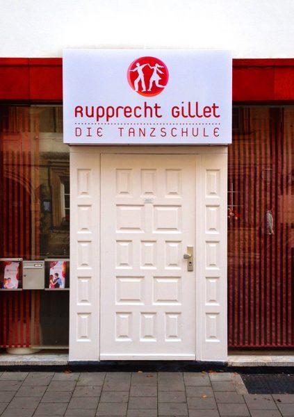 Folierung eines weiteren Leuchtkastens der Rupprecht & Gillet Tanzschule