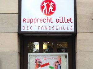 Folierung eines Leuchtkastens der Rupprecht & Gillet Tanzschule