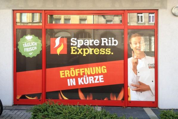 Werbeagentur-Focus-Sichtschutzbeklebung-Sparerib-express-3