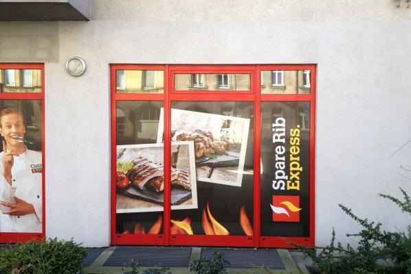 Werbeagentur-Focus-Sichtschutzbeklebung-Sparerib-express-4