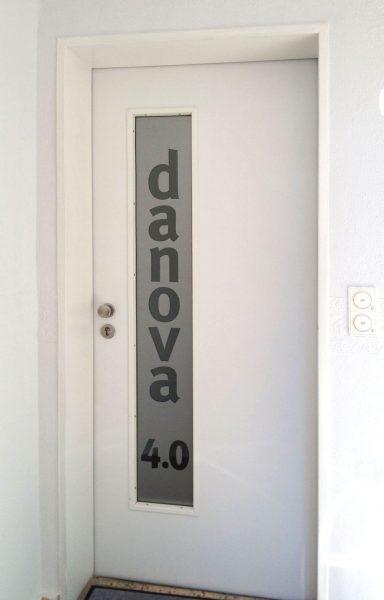Danova Beklebte Eingangstür