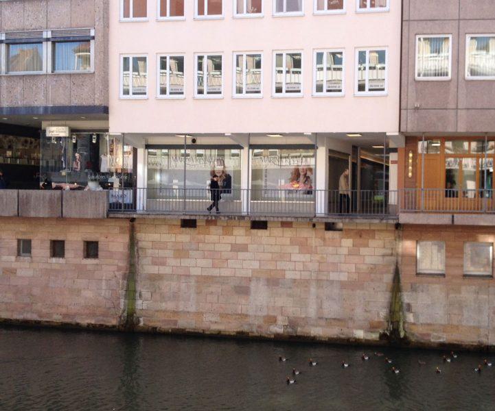 Beklebte Fenster für Danova 4.0 in der Nürnberger Innenstadt