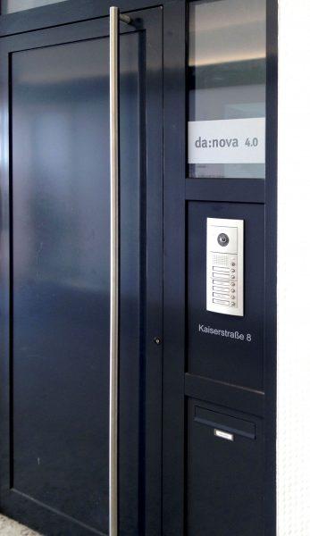 Beklebte Haustüre der Firma Danova 4.0