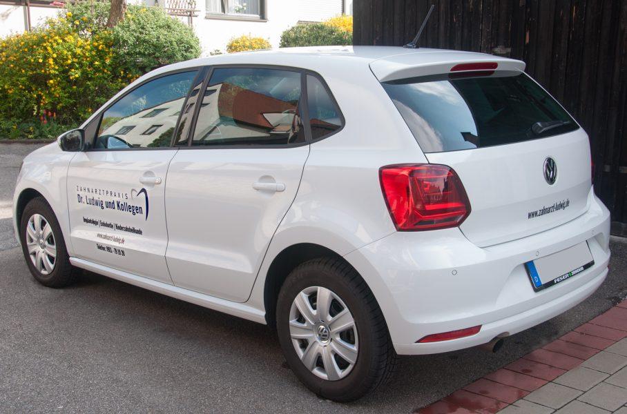 Beklebter weißer VW