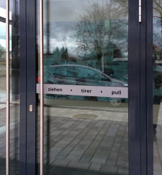 Nürnberg Hinweisbeklebung Gesundheitszentrum Leinburg