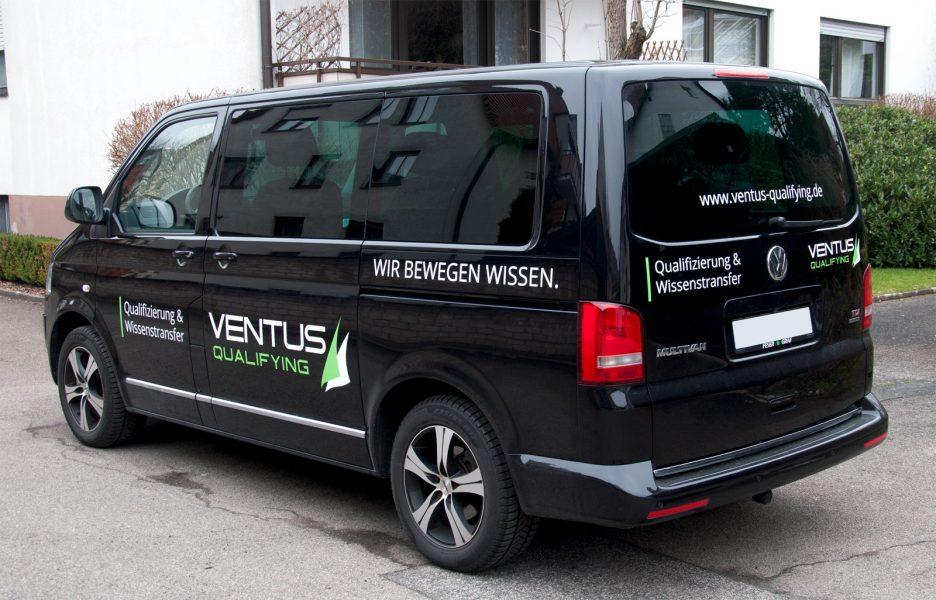 Fahrzeugbeklebung eines VW-T5 Ventus qualifying