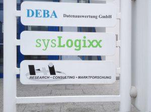 Umfolierung einer Schildanlage mit sysLogixx Logo