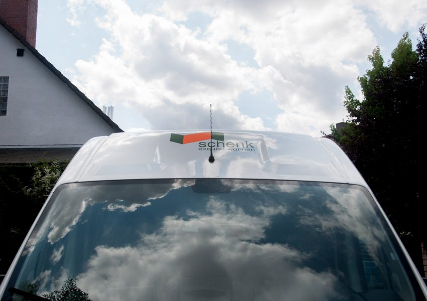 Logo auf Windschild