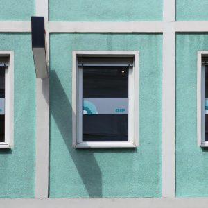 Dezente Folierung von 3 Fensterscheiben mit bedruckter Glasdekorfolie
