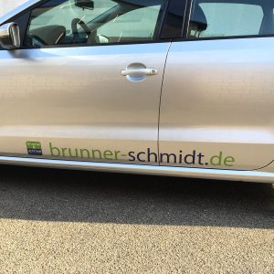 Schwellenbeklebung der Brunner & Schmidt Flotte