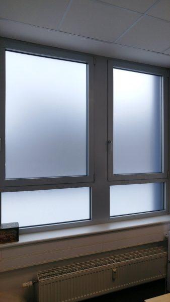 Vollfolierung von 2 Fenstern mit Milchglasfolie