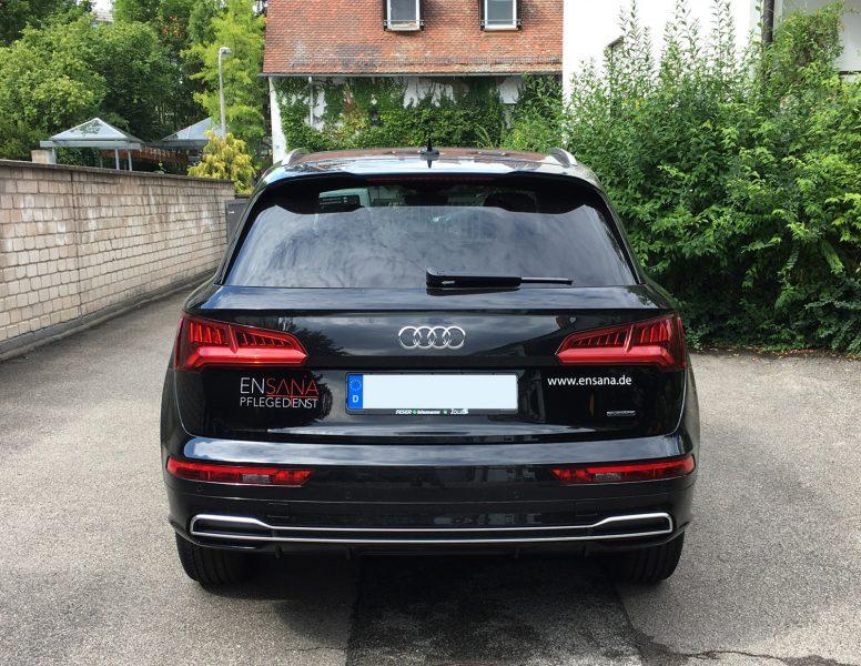 Fahrzeugbeklebung - Heckansicht des schwarzen Ensana Audi mit dezenter 2-farbigen Folierung