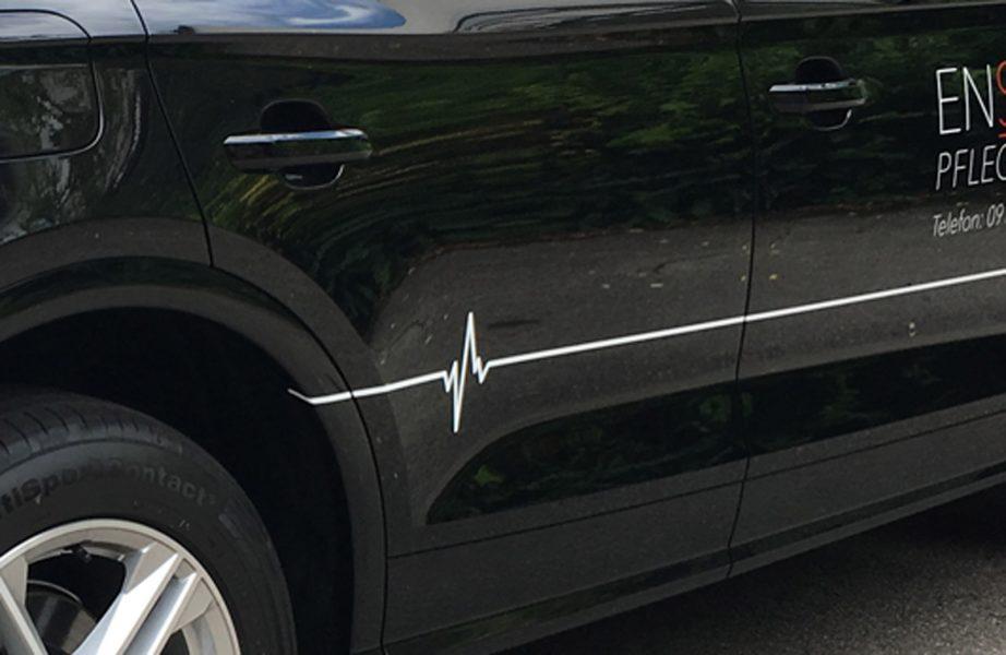 Fahrzeugbeklebung - Detailansicht einer Lebenslinie, foliert auf dem Ensana Fahrzeugen