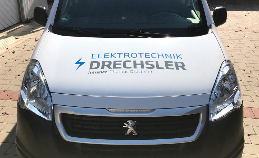 Motorhaube eines folierten Fahrzeuges für die Flotte der Firma Elektrotechnik Drechsler