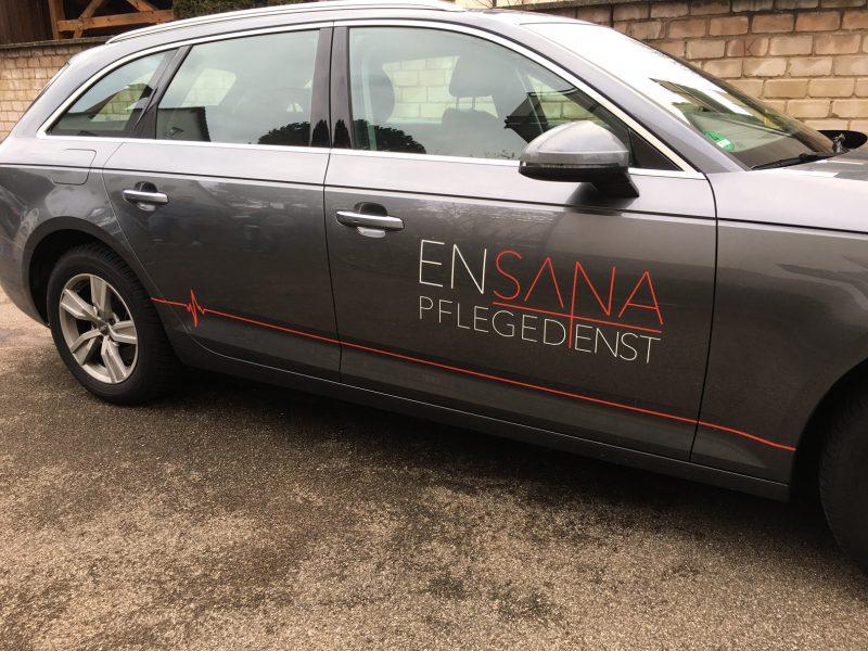 Fahrzeugbeklebung - Grauer Audi A4 mit dezenter Beklebung für Ensana Pflegedienst