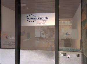 Schilder - Folierung der Eingangstüre mit dem Eurolingua Logo auf Glasdekor