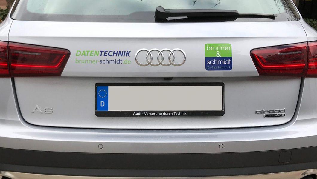 Heckansicht eines silbernen Audi A6 mit neuer Fahrzeugfolierung für Brunner und Schmidt