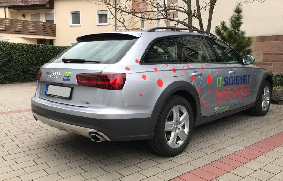Schrägansicht eines silbernen Audi A6 mit neuer Fahrzeugfolierung für Brunner und Schmidt
