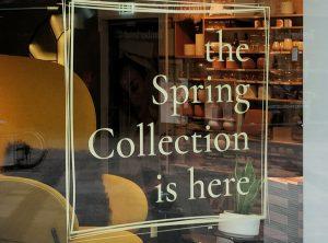 "Saisonale Schaufensterbeklebung bei Bolia ""Spring Collection"""
