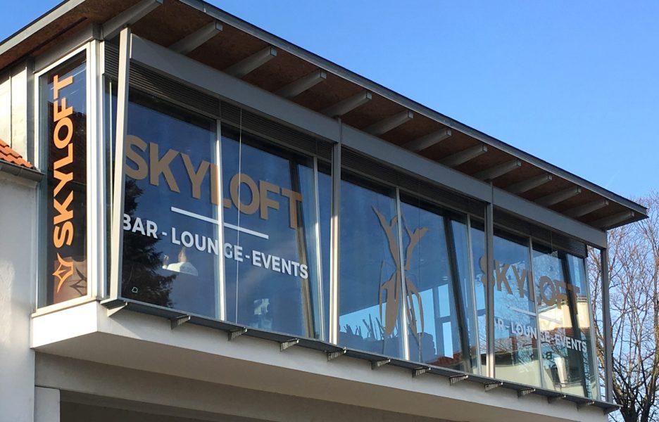 Andere Perspektive der Skyloft Schaufensterbeklebung