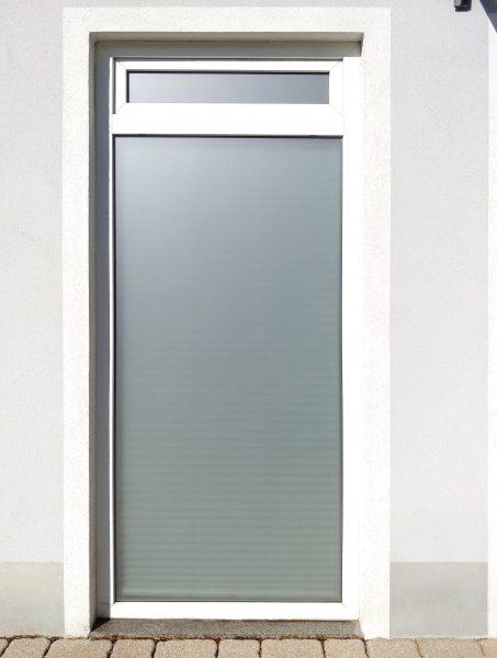 Beklebungsarbeiten - Sichtschutzbeklebung eines Fensters mit Glasdekorfolie für Ensana