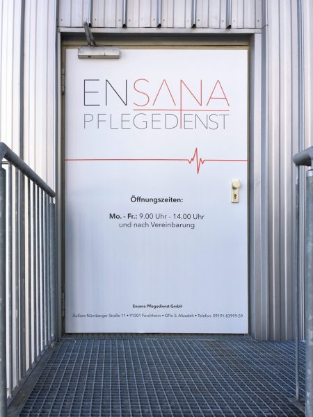 Beklebungsarbeiten - Ganzflächige Eingangstürfolierung von Ensana