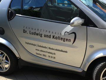 KFZ-Beklebung - Smartbeklebung aus der Flottenbeklebung von Zahnarzt Dr. Ludwig