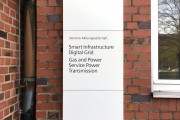 focus-folienbeklebung-nuernberg-schilder-stele-siemens-02