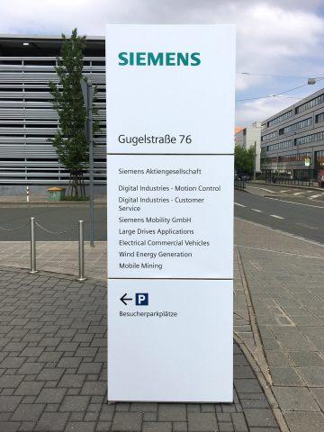 Neufolierung einer kompletten Siemensstele in der Gugelstraße 76
