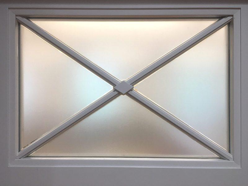 Sichtschutzbeklebung - Folierung eines alten Fensters mit Sonderflächen aus Glasdekor