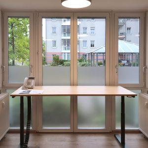 Innensicht einer Sichtschutzbeklebung aus vollflächiger Glasdekorfolie