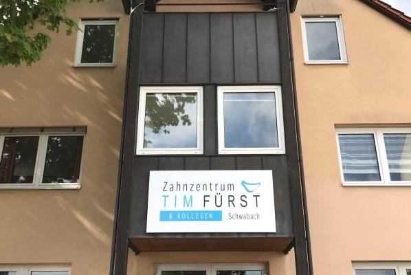 focus-folienbeklebung-schwabach-schild-zahnzentrum-fuerst-02