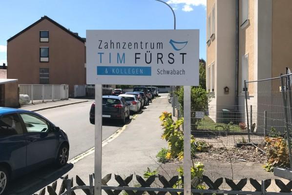 focus-folienbeklebung-schwabach-schild-zahnzentrum-fuerst-03