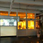 UV-Schutz-Folierung - Fenster mit UV-Schutzfolie in einer Fabrik bei Faber Castell