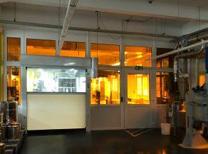 Fenster mit UV-Schutzfolie in einer Fabrik bei Faber Castell